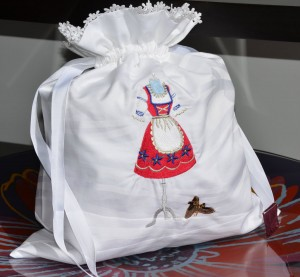 Bolsa de tela bordada con el vestido típico Alemán