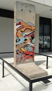 Fragmento del Muro de Berlín. Regalo del estado Aleman al Miami Dade College - Wolfon Campus -