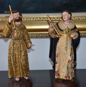 Escultura religiosa inspirada en la´´ escuela quiteña´´, realizada por un artesano quiteño.